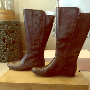 Born size 7.5 ladies boots